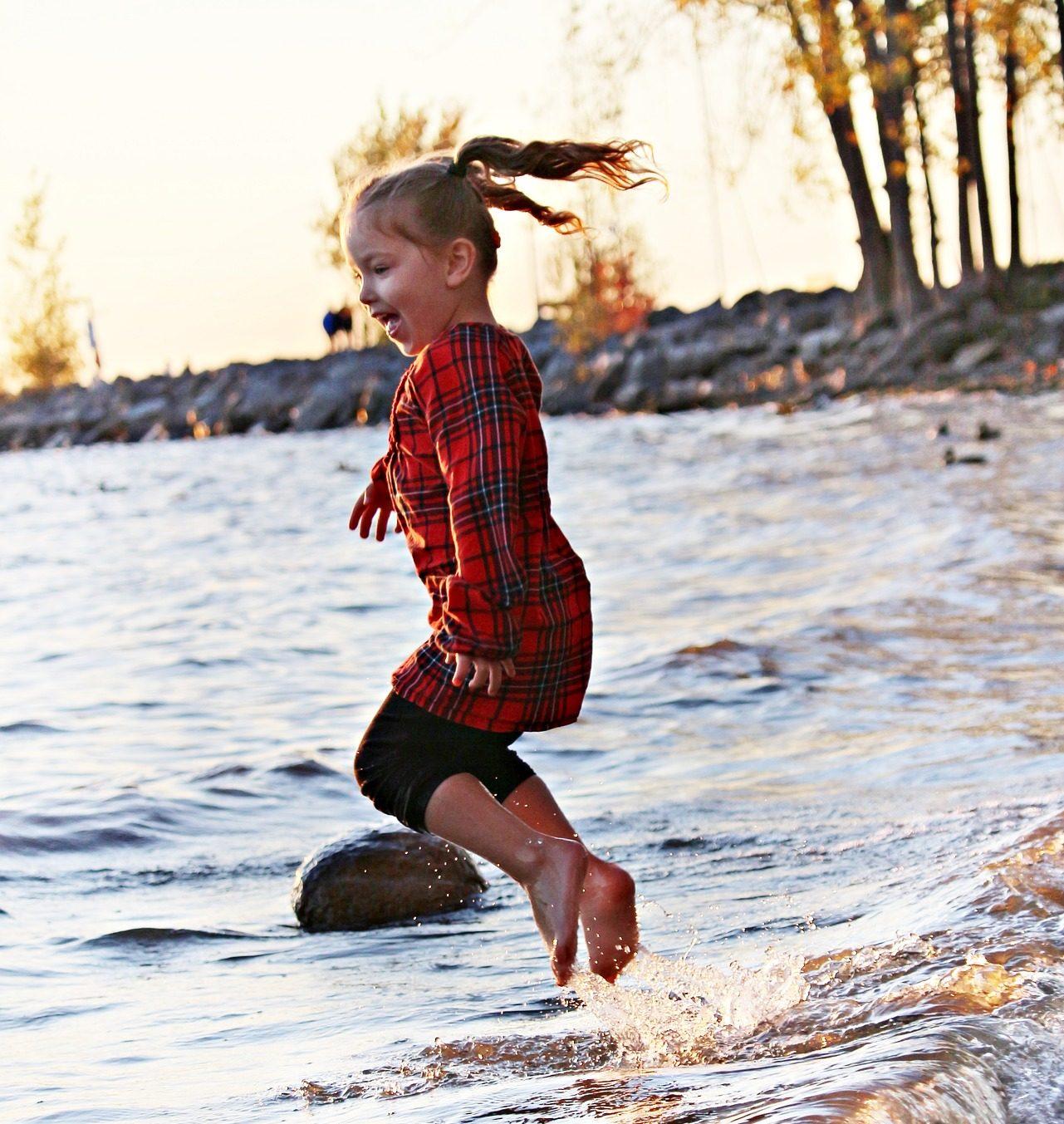 Est ce que votre enfant se comporte de façon joyeuse ou taciturne durant le confinement?